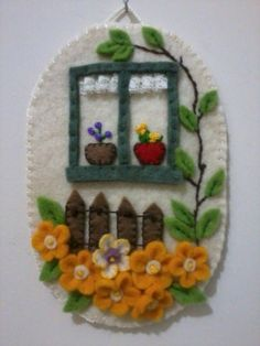 duvar süsleri – Keep up with the times. Felt Embroidery, Felt Applique, Felt Ornaments, How To Make Ornaments, Felt Crafts, Fabric Crafts, Felt Pictures, Decoration Originale, Felt Baby