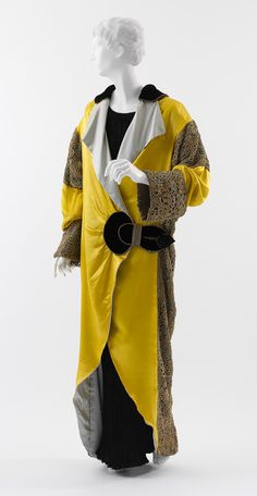 Old Fashioned Clothes : This magnificent 1912 opera coat was designed by Paul Poiret, who may possibly. This magnificent 1912 opera coat was designed by Paul Poiret, Historical Costume, Historical Clothing, Belle Epoque, Edwardian Fashion, Vintage Fashion, Edwardian Era, Moda Art Deco, Style Année 20