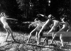 Resultado de imagem para dancing naked