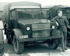 Photos and description of Bedford mwd,Bedford. Everything you want to know about this car. Vintage Trucks, Old Trucks, Bedford Truck, Old Lorries, Rc Crawler, Military Vehicles, Ww2, Tractors, Diesel