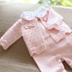 Saída de maternidade rosa com gola trabalhada