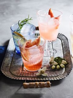 Aperol Spritz Cocktail Recipe | A gorgeous pale orange color and a refreshing flavor from the lightly bitter Aperol and dry prosecco.