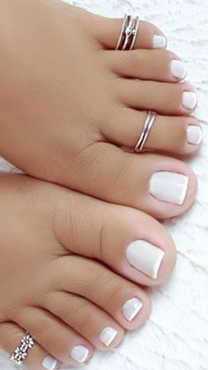 Semi-permanent varnish, false nails, patches: which manicure to choose? Nice Toes, Pretty Toes, Sexy Nails, Sexy Toes, Mani Pedi, Manicure And Pedicure, Pedicures, Toe Nail Art, Toe Nails