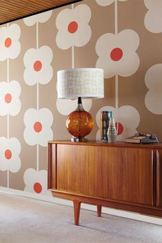 Buy this Orla Kiely Giant Abacus Flower wallpaper in Australia. A retro larger than life flower pattern in Mink. Colour:- Mink Wallpaper type:- Non-woven Roll: x Vertical Pattern Repeat (cm):- Match:- Straight Retro Wallpaper, Modern Wallpaper, Flower Wallpaper, Wallpaper Ideas, Wallpaper Wallpapers, Mink Wallpaper, Wallpaper Designs, Beautiful Wallpaper, Wallpaper Online