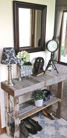 Pallet wood, foyer table. Love it, looks beachy! Would be great with a light white wash on it too! can be used as rustic piece for a wedding too