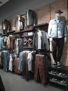 Boutique Interior, Clothing Store Interior, Clothing Store Displays, Clothing Store Design, Boutique Design, Design Shop, Shop Interior Design, Denim Display, Mens Store Display