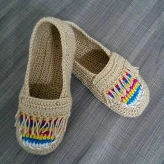 Bu patiklerim ne kadar çok beğenildi..#ormeyiseviyorum #oruyorum #babet Crochet Boots, Crochet Slippers, Charro Outfit, Fast Crochet, Knitted Baby Clothes, Shoe Pattern, Craft Work, Handicraft, Baby Knitting