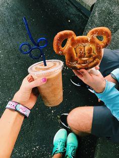 Disney Desserts, Disney Snacks, Disney Diy, Disney Crafts, Disney Mickey, Disney Pixar, Walt Disney, Dole Whip Disney, Disney World Pictures