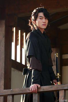 [BY FNC] 요즘 월화요일 여심을 꽁꽁 묶어두고 있는 '구르미 그린 달빛'의 김형, 곽동연이렇게 귀엽고 ...