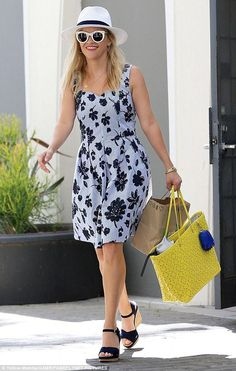 Reese Witherspoon wearing Draper James Peabody Perforated Tote in Buttercup Yellow and Draper James Floral Seersucker Sweetheart Dress