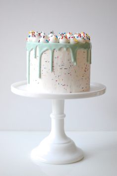 New birthday cupcakes funfetti kids 51 ideas Fancy Cakes, Cute Cakes, Pretty Cakes, Beautiful Cakes, Amazing Cakes, Funfetti Kuchen, Funfetti Cake, Drip Cakes, Bolos Pool Party