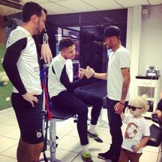 Neymar lleva a su hijo en una visita a Santos, y Damián armó foto   globoesporte.com