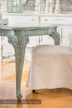 Dining Table as the 'color' focal point in a dreamy, white design setting Chalk Paint Dining Table, Chalk Paint Chairs, Chalk Paint Furniture, Furniture Refinishing, Shabby Chic Dining Room, Dining Room Table Decor, Dining Furniture, Duck Egg Blue Chalk Paint, Distressed Furniture