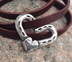 Things to make with old horse shoes on pinterest horse for Things you can make with horseshoes