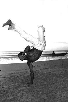 ô LeLe Na vida se cai, se leva rasteira... Quem nunca caiu, não é capoeira! Brazillian Capoeira