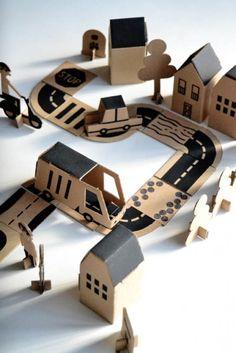 Kartonnen stad // Make This Cardboard Bloc City Play Set for Kids Cardboard City, Cardboard Toys, Paper Toys, Cardboard Crafts Kids, Cardboard Design, Cool Diy, Clever Diy, Diy For Kids, Crafts For Kids