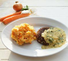 Heute gab es im Kochlabor Möhren-Stampfkartoffeln. Dazu krosse Quinoa-Frikadellen mit einer pikanten Senfsauce. Ein wunderbares Herbstessen. Professor Caprese