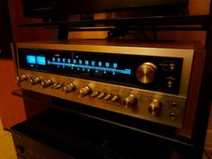 The Beauty of the Pioneer SX-828. Bested only by the Marantz 2270. In a darkened room the soft blue illumination of the dial created the perfect mood and light for intimate moments.