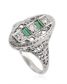 Antique Art Deco Diamond Emerald 18 K White Gold Filigree Ring I love this (and it would look really nice next to my antique engagement ring honey) Gems Jewelry, Art Deco Jewelry, Vintage Jewelry, Unique Jewelry, Jewellery, 1920s Art Deco, Filigree Ring, Art Deco Diamond, Antique Engagement Rings