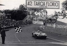 1958 Targa Florio : Olivier Gendebien (with Musso) in his Scuderia's Ferrari 250 TR crossing the finish line and took the checkered flag almost 30 mn ahead than the second duo drivers Behra/Scarlatti ... (ph: autosport.com)