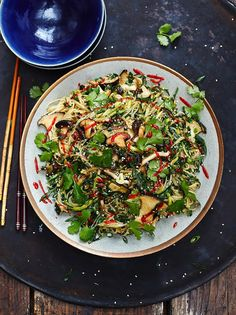 Vegan Chinese noodles - could make these with Kelp Noodles to make it Paleo :)