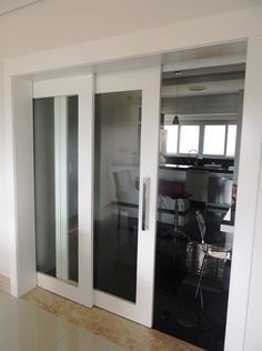 Porta de correr com 2 folhas, vidro panorâmico incolor - Ecoville Portas Especiais
