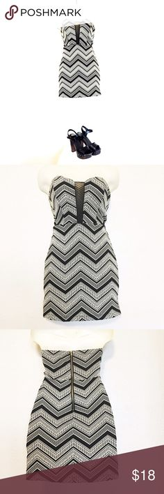 Black & White Dress Cute Black & White dress that's Perfect for any occasion can be dressed up or down. Worn a couple of times and is in great condition. #summerdress #summerclothes #casualdresses WINDSOR Dresses Strapless