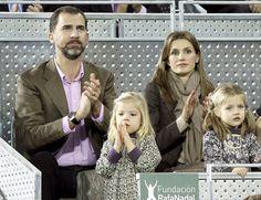 Las infantas Leonor y Sofía viven con emoción su primer partido de tenis
