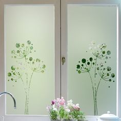 Sticker vitres: Rideau Pissenlit Glass Closet Doors, Sliding Glass Door, Verre Design, Glass Design, Etched Glass Door, Deco Stickers, Tree Stencil, Plafond Design, Window Frames