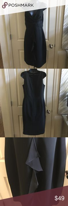 🎄LBD! V-neck not as low as my silly size 6 mannequin shows. Beautiful detailing. Donna Morgan Dresses Midi