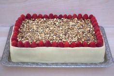 Lagkage med choko-nougatcreme med crunch og hvid chokolade/hindbærmousse (Recipe in Danish)