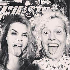 Cara Delevingne (l.) und Ellen von Unwerth machen die Miley.
