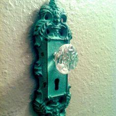 Doorknob hanger for the bathroom