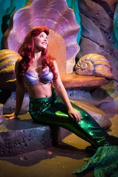 The colors of the decor of the ceremony and reception will be similar to those of Ariel and her grotto.