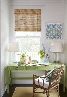 It doesn't get any cheerier than this Maine beach cottage designed by Leslie Rylee of Leslie Rylee Decorative Arts and Interiors! The New York City-based interior designer worked with builder Wright-R Home Office Design, Home Office Decor, Home Decor, Office Desk, Cozy Office, Office Spaces, Cottage Office, Interior Office, Work Spaces