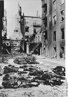 SEP 10 1944 Nazi propaganda keeps the German people in the dark Germans struggled to understand the war situation from Nazi dominated news media. They were well aware of the widespread destruction from Allied air raids.
