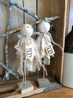 AudOnes Prims : Fall 2017 Opening September at p. EST Hi everyone, and welcome to my Shop! Here you will find a variety of my handcrafted primitives and folk art dolls. Each item is lovi… Halloween Wood Crafts, Rustic Halloween, Farmhouse Halloween, Halloween Goodies, Halloween Doll, Halloween Projects, Diy Halloween Decorations, Holidays Halloween, Halloween Treats