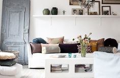 SHELVES :: Great idea for a focal point--shelves above the sofa (? that old gray door, design de casas design My Living Room, Home And Living, Living Spaces, Small Living, Home Interior Design, Interior Architecture, Interior Ideas, Floor Design, House Design
