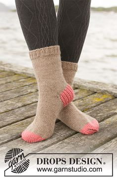 Knitted socks in DROPS Nepal. The piece is worked top down with rib, stockinette stitch and old-fashioned heel. Drops Design, Knitting Patterns Free, Free Knitting, Crochet Patterns, Magazine Drops, Aran Weight Yarn, Crochet Diagram, Yarn Brands, Work Tops