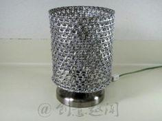 Lámpara con anillas de lata
