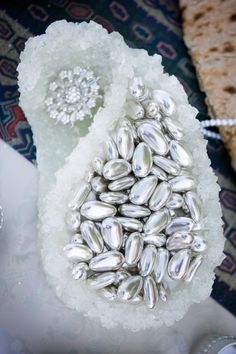 silver almonds in sugar paisley sofreh aghd Iranian Wedding, Persian Wedding, Wedding Sets, Wedding Ceremony, Persian People, Wedding Plates, Wedding Gift Wrapping, Wedding Details, Real Weddings