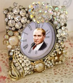 Reuse jewelry clock face picture frame