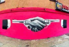 Bikismo - Handshake in Williamsburg (Brooklyn - New York City) Installation Street Art, Pink Street, Williamsburg Brooklyn, Bansky, Brooklyn New York, Street Artists, Mosaic Art, Urban Art, Cool Artwork