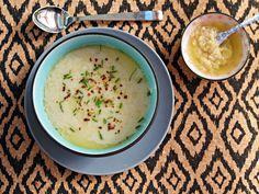 Jamie's Bloemkoolsoep met gepofte knoflook is een heerlijke, gezonde maaltijd. Deze bloemkoolsoep past uitstekend bij een glutenvrij, koolhydraatarm en/of Paleo dieet, maar is ook...