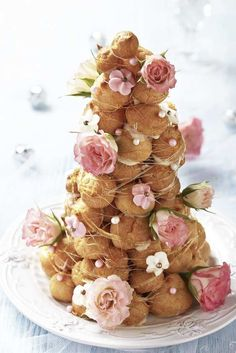 Croquembouche or tower of profiteroles with pink and white flowers for a shabby chic vintage style wedding. Bolo Macaron, Macaron Recipe, French Wedding Cakes, Cake Wedding, Wedding Tips, French Wedding Decor, Unusual Wedding Cakes, Wedding Week, Wedding Shot