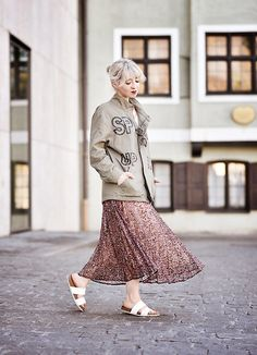 - Zara Military Parka Jacket, Zara Floral Pleated Midi Skirt, New Yorker White Flat Sandals - Floral & military Only Fashion, Fashion 2018, Modest Fashion, Fashion Brand, Military Parka, Pleated Midi Skirt, Look Chic, Modest Outfits, Outfit Posts