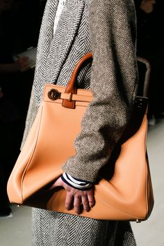 See detail photos for Burberry Spring 2017 Ready-to-Wear collection.