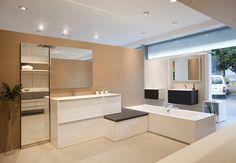 DURAN-Zona exposición conjunto mobiliario cerámica y baño