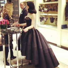 A gorgeous side view of @Ditusya Von Teese in her custom @zac_posen gown at the la...