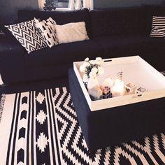 Black/white Home
